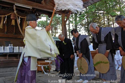 伊豆神社でお払いを受ける(2013年献撰供御人行列-5)