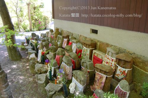西応寺境内の石仏