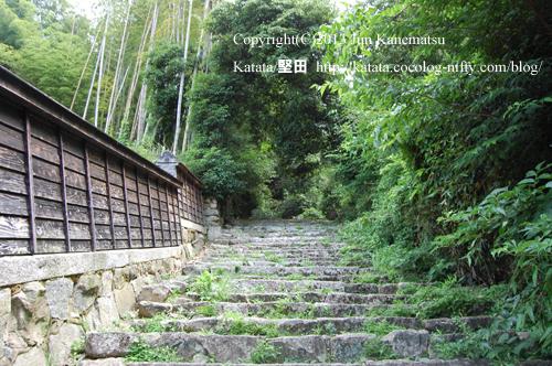長命寺の石段(妙覚院付近)