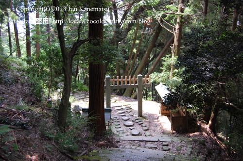 長命寺の石段(鳥居付近)