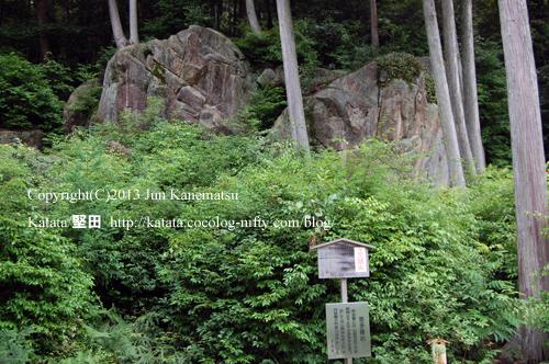 長命寺の巨石、修多羅岩