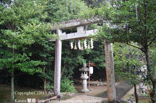豪雨に濡れる鳥居(鞍掛神社例祭にて)