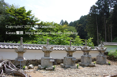 京極家墓所下段(多度津藩当主の墓所)
