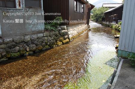 町を流れる地蔵川の清流(滋賀県米原市醒井)