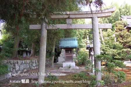 聖衆来迎寺境内の鳥居