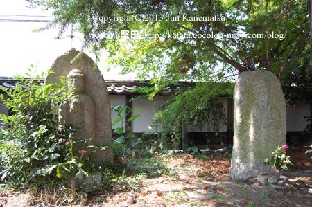 聖衆来迎寺境内の石仏