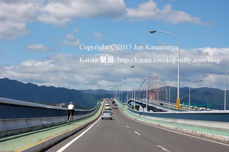 琵琶湖大橋にて、守山から堅田に向かう右手に観覧車(イーゴス108)