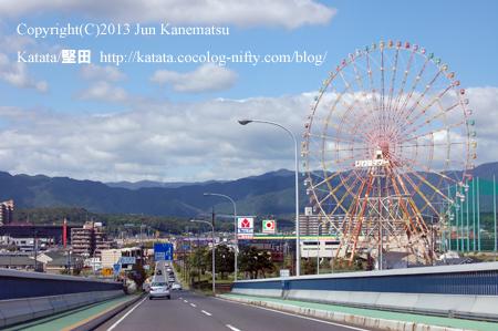 琵琶湖大橋にて、堅田の町と観覧車(イーゴス108)