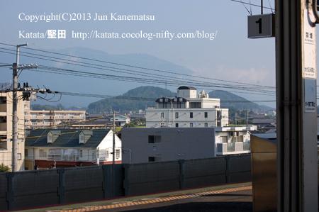 堅田駅ホームから見た曼陀羅山