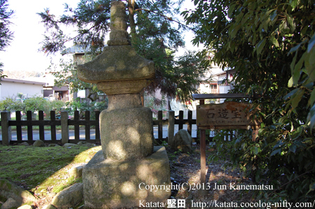 三重生神社の石造宝塔(高島市安曇川町)