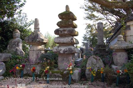 玉泉寺の石造層塔と石造宝塔(高島市安曇川町)