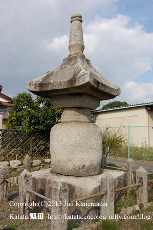 石造宝塔「鶴塚」(高島市安曇川町)