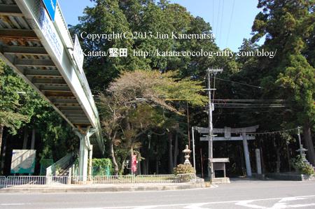 田村神社と国道1号線(甲賀市土山町)