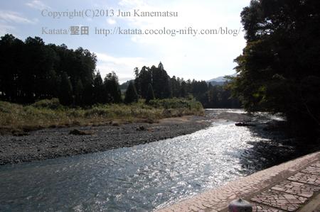 田村神社境内を流れる御手洗川(甲賀市土山町)