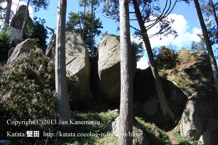 飯道神社裏山の巨岩(甲賀市信楽町宮町)