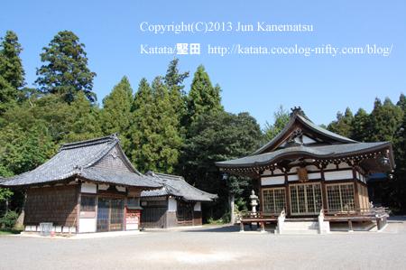 矢川神社境内