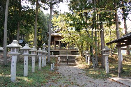 新宮神社の入口と拝殿