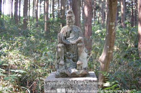 八坂神社境内の翁の像