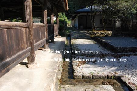 油日神社回廊と水路