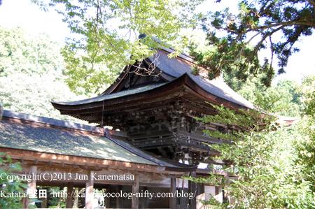 油日神社の楼門は、光の中