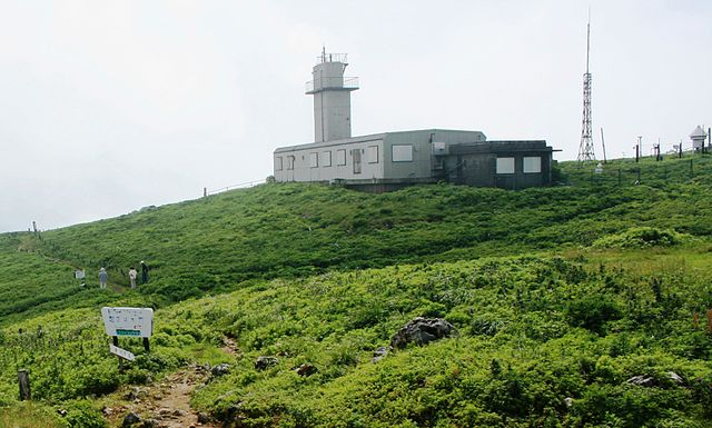 640pxweather_station_on_mount_ibuki